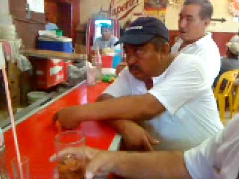 borracho cayendose. drunkard falling