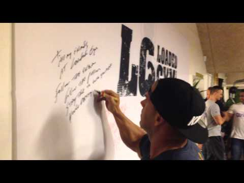Jay Cutler signing the Wall of Stars @ Loaded Gym in Copenhagen
