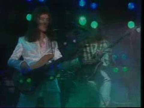 albert camus and bohemian rhapsody comparison Bohemian rhapsody es un tema emblemático de la banda de rock queen considerando el extranjero de albert camus como una probable inspiración.