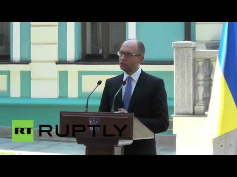 "Ukraine: ""Angela Merkel is always right"" - Yatsenyuk"