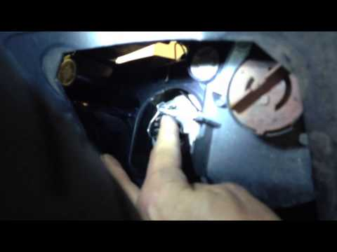 Replacing headlight bulb on a bmw 2006 325i