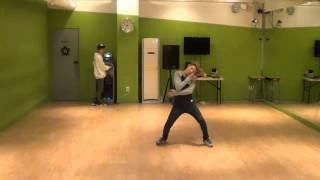 [CUT] Lee Jihoon solo stage. Dancing.