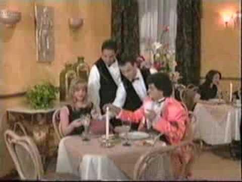 Derbez en cuando - Un naco en el restaurant
