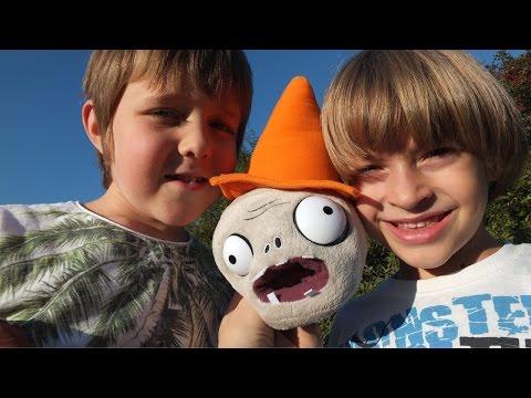 Битва Plants Vs. Zombies с Арсением, Адрианом и Машей. Игры для детей.