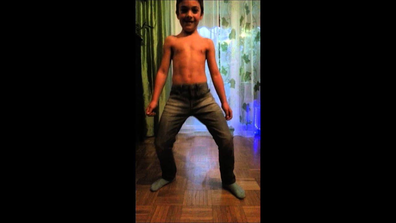9 jähriger junge breakdance (sixpack) - YouTube