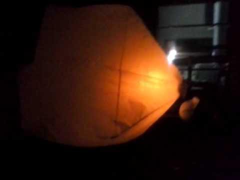 Caixa com lanternas de copo descartável