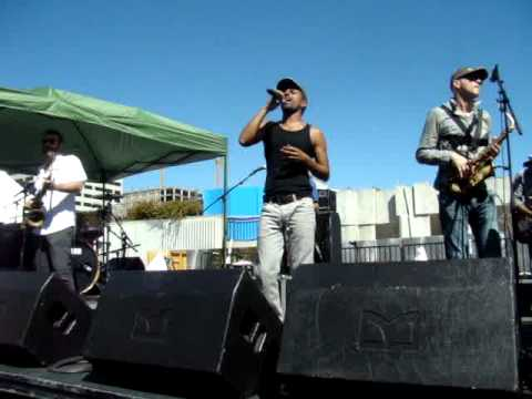 Dancing With the Moon - Balkan Beat Box Israel in the Gardens SF 2012