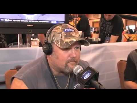 Video Mic Flag at The Superbowl with Larry the Cable Guy!.mp4
