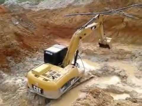 escavadeira Caio no garimpo 04