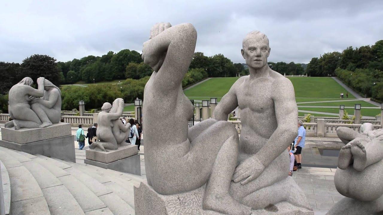 Натуристы В Скульптурах
