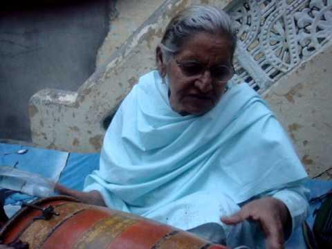 surriya begum singing punjabi tappay