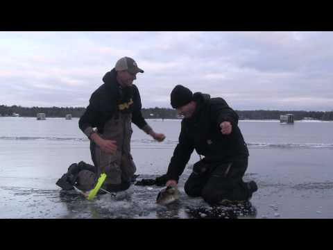Little Bay De Noc 30' Walleye December 2012