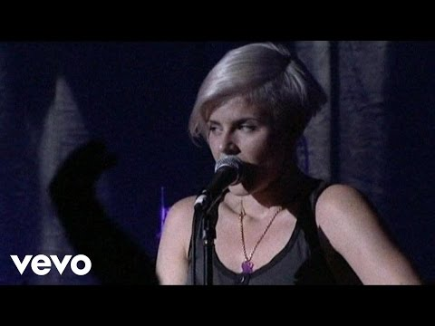 Robyn - Handle Me (Live From Scala 2007)