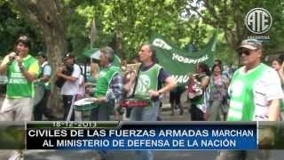 18 12 2013 CIVILES DE LAS FUERZAS ARMADAS MARCHAN AL EDIFIO LIBERTAD