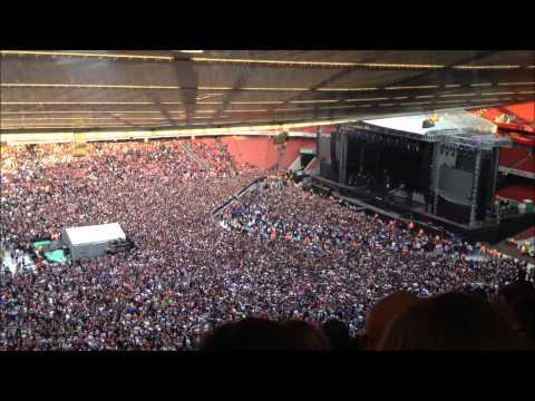 Green Day @ Emirates Stadium - Crowd singing along to Bohemian Rhapsody. 01.06.13