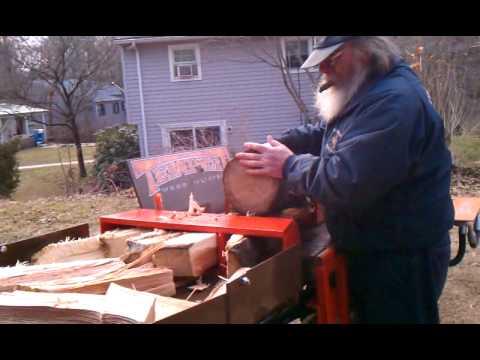 Tempest log-splitter in action