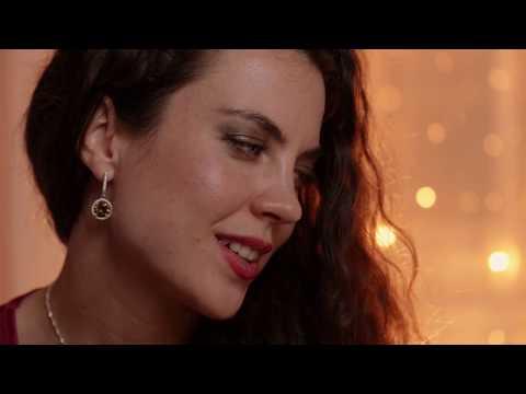 Török Tilla - Kimenék én ajtóm elejibe - Moldvai népi ének