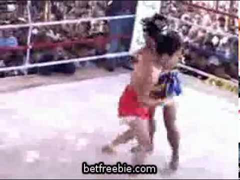 MUST SEE Myanmar Lethwei vs. Muay Thai blue Image 1