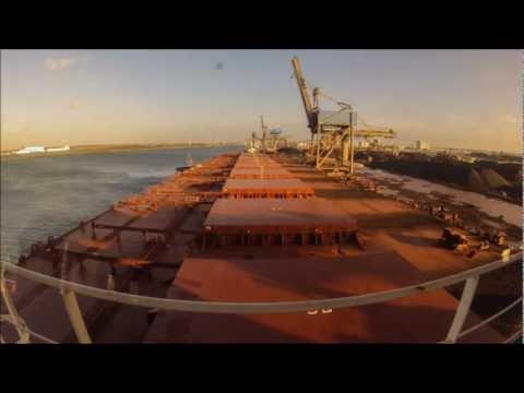 Time Lapse Port of Rotterdam mv Berge Stahl