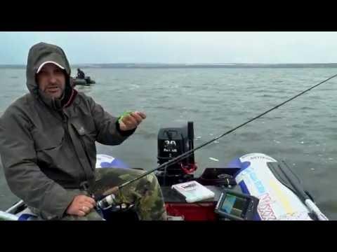 как ловить с лодки с эхолотом