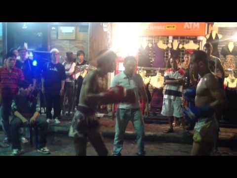MUST SEE !! Real muay thai street fight Image 1