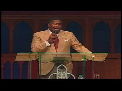Dr. E. Dewey Smith singing The Lord is Blessing Me