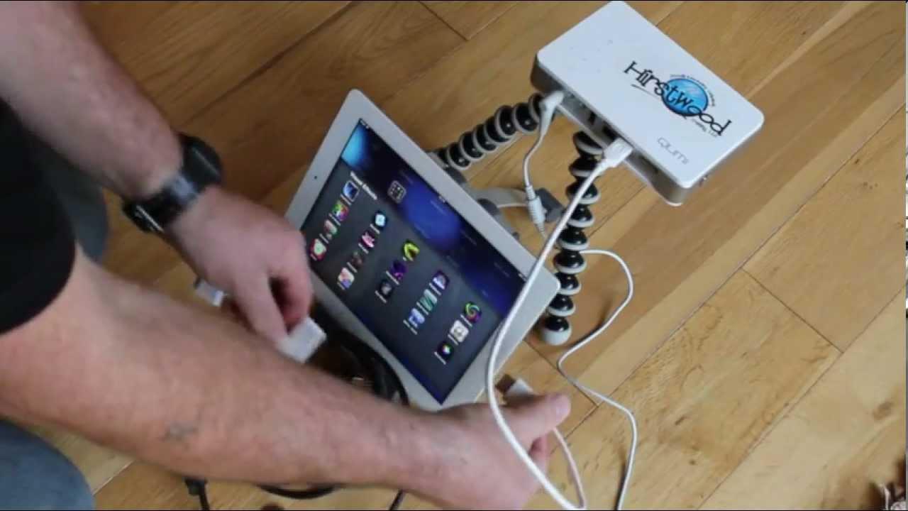 Ipad the qumi pico projector youtube for Pico projector ipad
