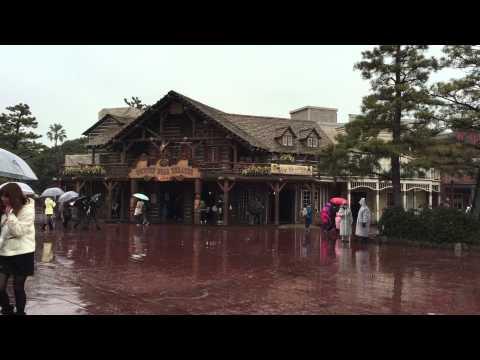 Snowfall at Tokyo Disneyland (Feb 5, 2015)