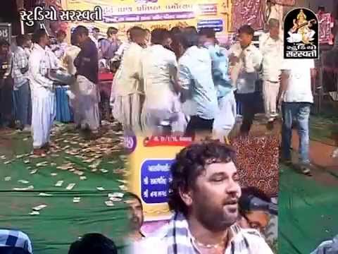 Mathe Matukadi Mahini | New Gujarati Live Bhajan | Dayaro |...