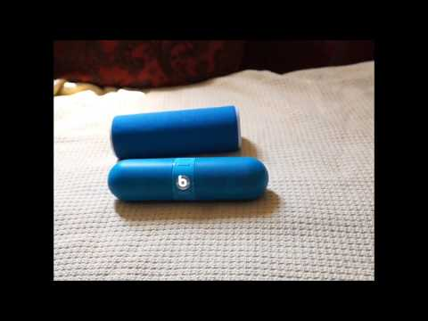 BEATS PILL NEON (BLUE) vs. UE BOOM