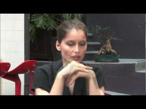Derrière le film – Entretien entre les réalisateurs et Laetitia Casta — Film Derrière les murs