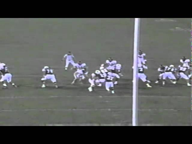 Oregon safety Keith Lewis intercepts a pass vs Utah State 9-29-2001