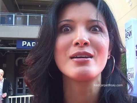 Kelly Hu Comic Con.wmv video