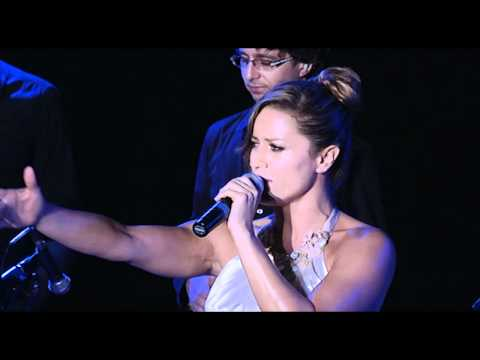Lola Ponce sings Don't cry for me Argentina at Ischia Global Fest 2012