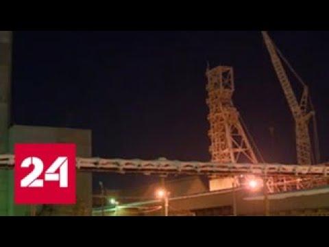 Спасатели предпринимают новую попытку пробиться к заблокированным в горящей шахте людям - Россия 24