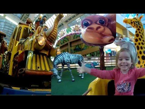 Детские аттракционы. Поезд. Забавная концовка! Развлекательный центр для детей.