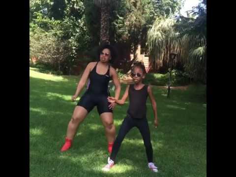Nonny from Muvhango twerks to Tito Mboweni thumbnail