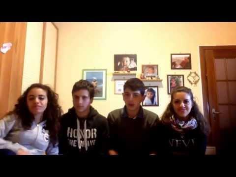 In questo video si presentano Alessandro, Fabrizio, Federica e Simona e altri componenti del gruppo.