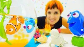 Видео для детей. Игрушки Немо и Дори. Бассейн с шариками орбиз и игрушечные рыбки