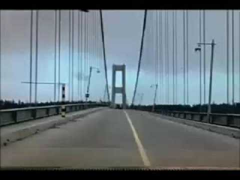 "Tacoma Narrows Bridge Collapse ""Gallopin  Gertie"""
