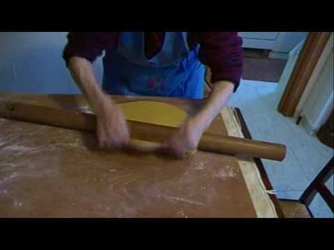 video ricetta - pasta all'uovo fatta in casa a mano: tagliatelle e capelli d'angelo - Primi piatti