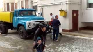 Au oprit apa în blocurile noi de pe strada Tolstoi