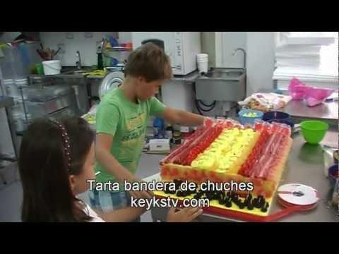 En este v 237 deo se muestra la manera de hacer tartas de chuches tarta