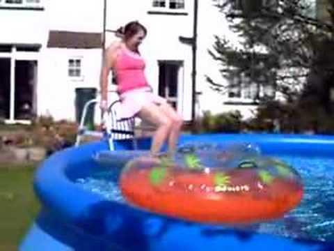 fallin in da pool