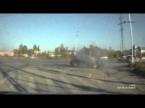 Не поделили перекресток. ДТП, Нижневартовск, 22.09.2012