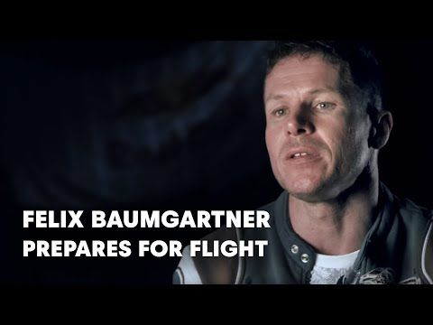 Felix Baumgartner prepares for flight - Red Bull Stratos