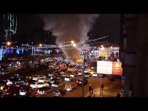 Горит микроавтобус.  Кутузовский проспект. 19 декабря 2013 г.