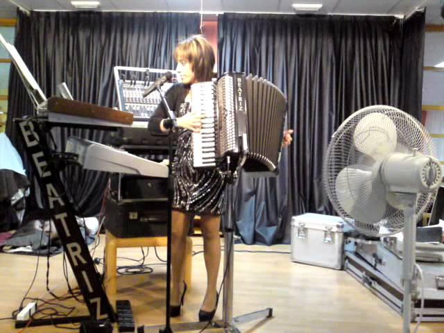 beatriz y su acordeon 19-1-2012.MP4