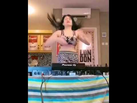 Horror DJ buka baju thumbnail