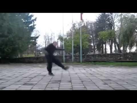 Классно парень танцует! Это надо смотреть 100 раз!